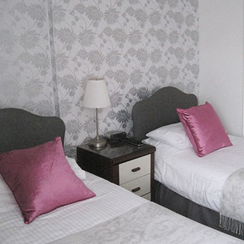 Hotels in Torquay with 4 Poster Room - Trelawney Hotel in Torquay